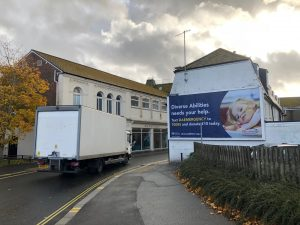 what are the benefits of traditional outdoor advertising in my area